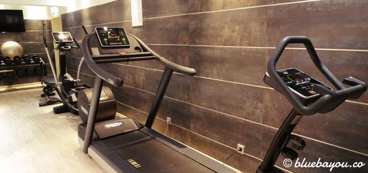 Das beklemmende und kleine Fitnessstudio im Keller des NH Collection Hotel Köln Mediapark.