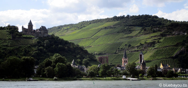 Blick auf Oberwesel von der anderen Rheinseite aus.