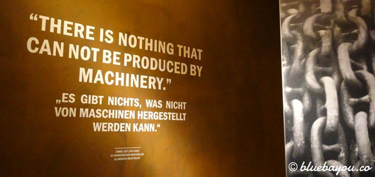 Zitat im Ausstellungsbereich zu Maschinen vor dem 360°-Panorama der Titanic im Panometer Leipzig.