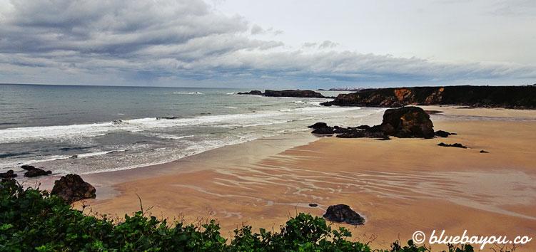 Playa de Penarronda: dieser Strand ist aufgrund der Jahreszeit vollkommen verlassen.