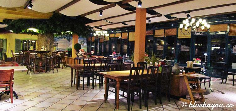 Das Marché-Restaurant in der Raststätte Hirschberg an der A9 zwischen München und Berlin.