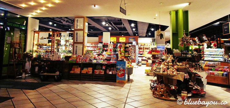 Der Shop in der Raststätte Hirschberg an der A9 bei Hof.