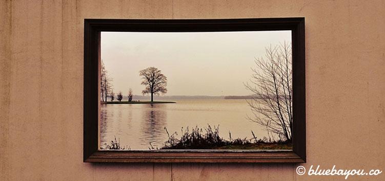 Ausblick aufs Jahr 2019 durch ein Foto-Fenster in Schwerin: Reisewünsche fürs neue Jahr.