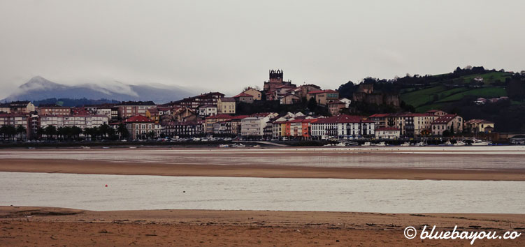 Blick auf San Vicente de la Barquera.