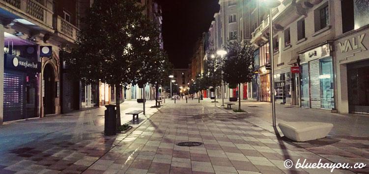 Die Fußgängerzone Santanders am Morgen.
