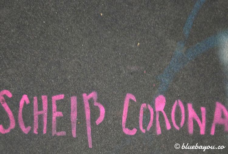 Bodenbemalung: Scheiß Corona!