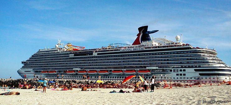 Am South Beach in Miami Beach fahren direkt die Kreuzfahrtschiffe vorbei.