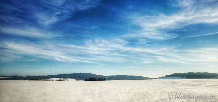 Traumhafte Schneelandschaften während des Roadtrips nach Litauen im Februar.