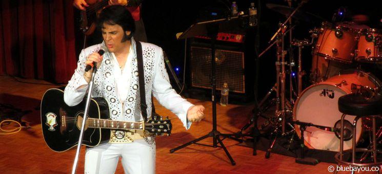 """Shawn Klush beim """"Happy Birthday Elvis Konzert"""" während des Georgia Elvis Festivals 2015."""