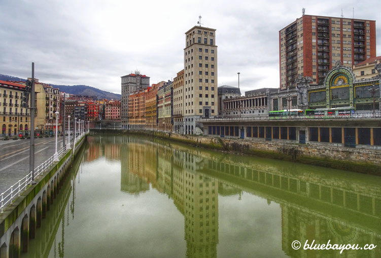 Spiegelung in Bilbao bei meiner Ankunft am Ende des Jakobswegs.