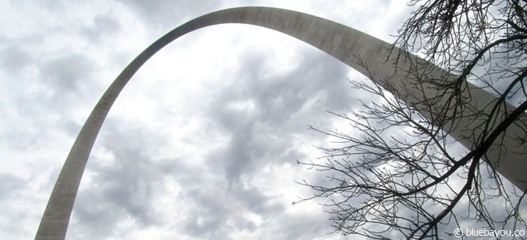 Das Jefferson National Expansion Memorial, kurz auch Gateway Arch in St. Louis, Missouri.