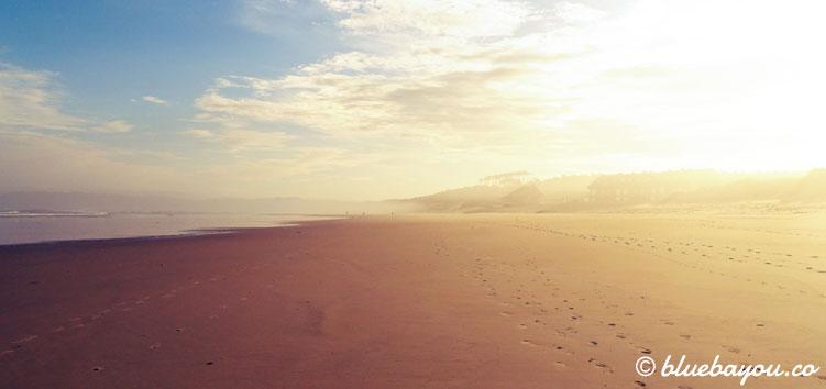 Strand am Morgen entlang meines Jakobswegs.