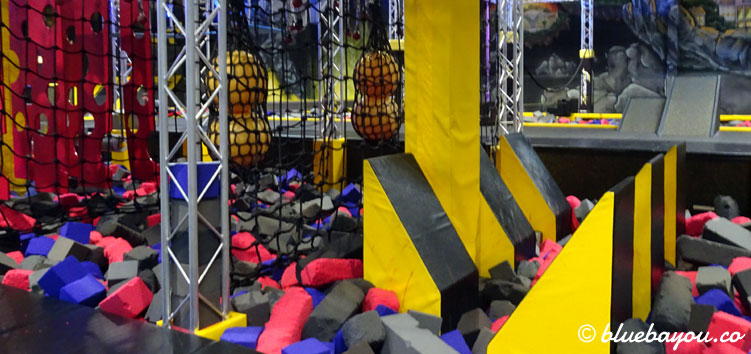 "Ein Teil des Ninja Parcours im Trampolinpark ""Superfly Air Sports"" in Dortmund."