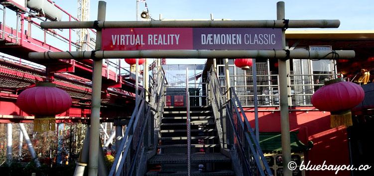 Die Warteschlange der Achterbahn splittet sich leider erst sehr weit oben in Virtual Reality oder The Demon Classic.