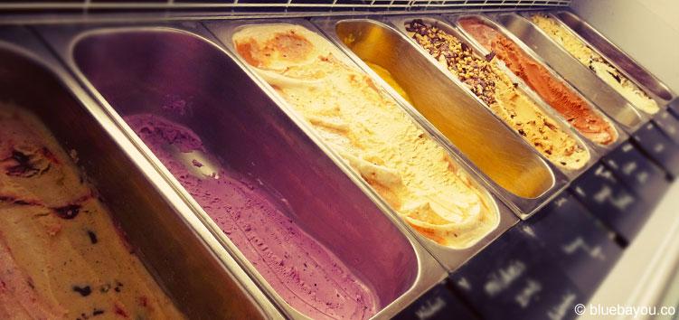 Bei TONIS handmade organic icecream in Leipzig gibt es ausgefallene und täglich wechselnde Eissorten.