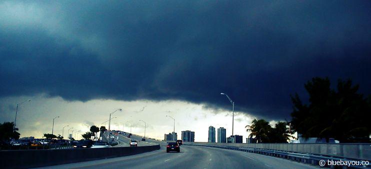 Unwetter über Miami: die Regenschauer sind extrem krass, dafür aber schnell vorüber.
