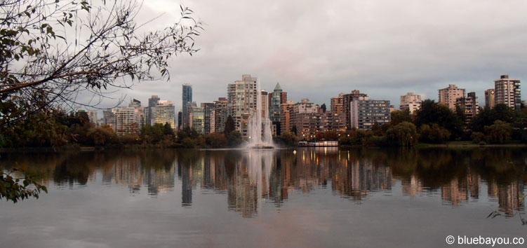 Die Vancouver-Skyline am Abend.