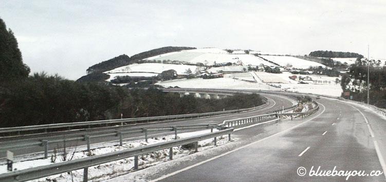 Schnee in Spanien: von Santiago de Compostela bis Ribadeo fahre ich mit dem Bus.