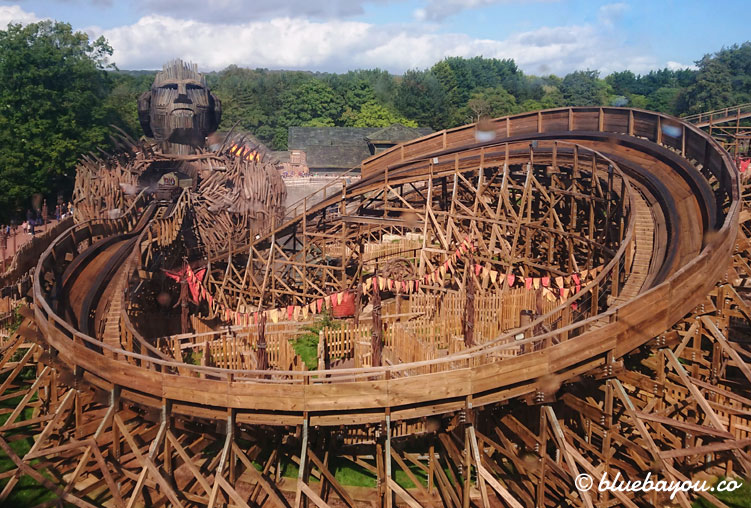 Die Holzachterbahn Wicker Man bei Alton Towers.