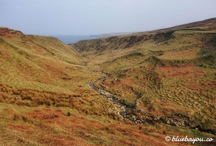 Inlandsstrecke entlang des Wild Atlantic Way in Irland.