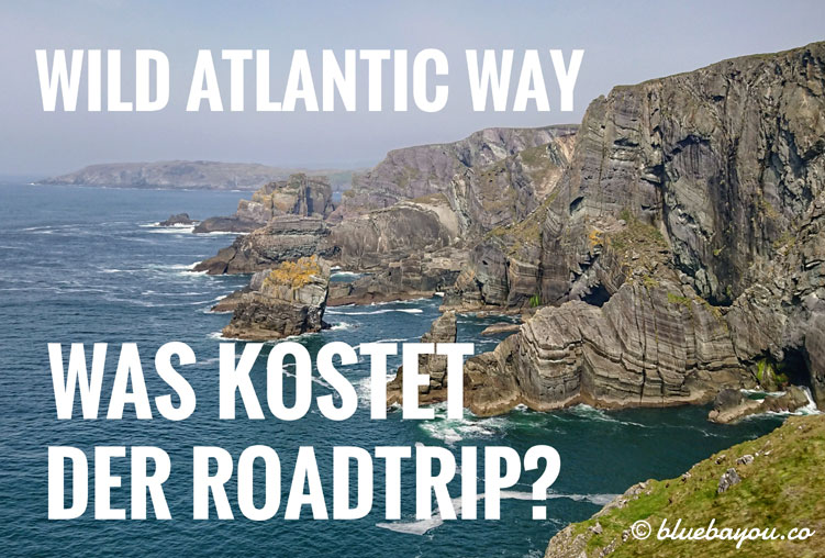 Schroffe Küste am Wild Atlantic Way in Irland.