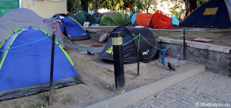 Einige wenige Flüchtlingszelte am Hauptbahnhof Budapest.